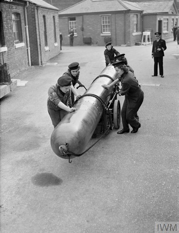 Wrens handling a torpedo